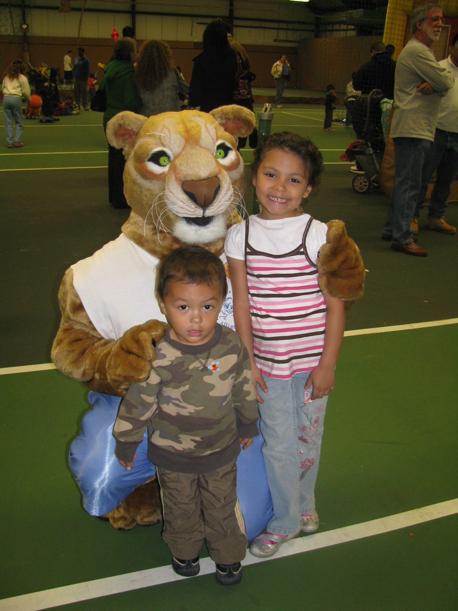 Children next to mascot
